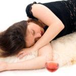 Kako alkoholne pijače, tudi v manjših količinah, vplivajo na spanje?