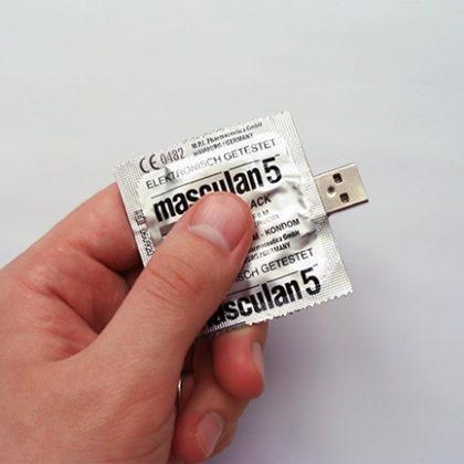 Condom-USB-Flash-Drive_1