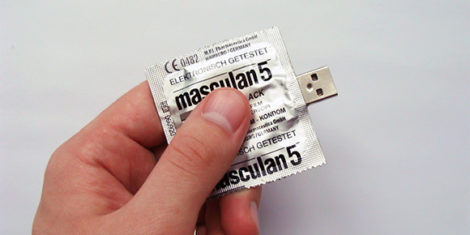Condom-USB-Flash-Drive_1