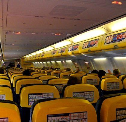 Ryanair_B737-800_Cabin