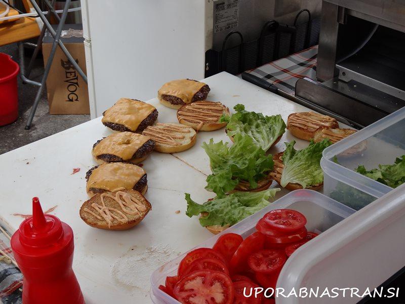 Hood-burger-odprta-kuhna-2