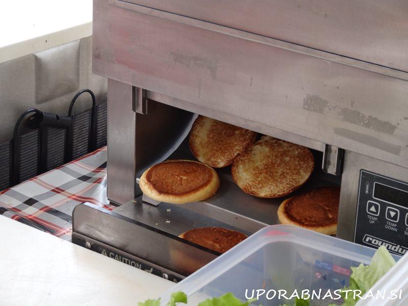 Hood-burger-odprta-kuhna-3