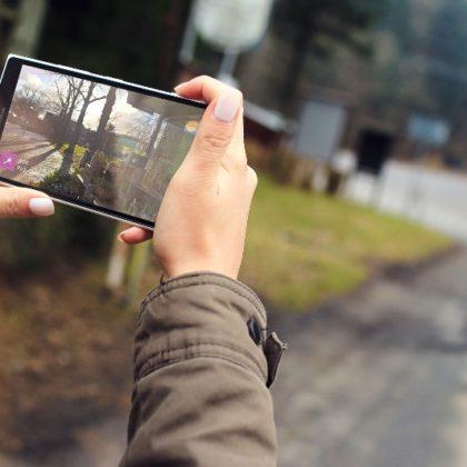 telefon-zenska-slika