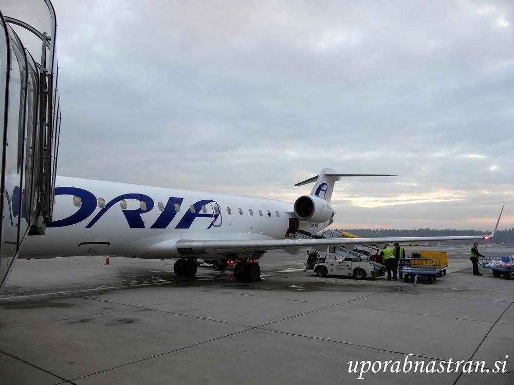 s5-aaw-4-27-11-16-brnik-adria-airways