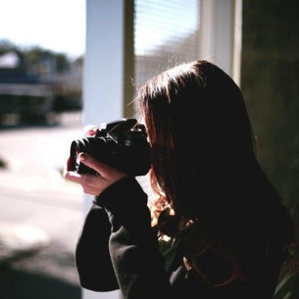zenska-fotografiranje-detektiv