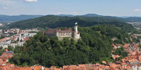 Ljubljanski-grad-z-zraka-low-res-foto-Primoz-Hieng