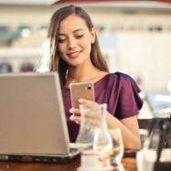 zenska-mobilni-telefon-gostovanje-roaming-prenosnik-FB