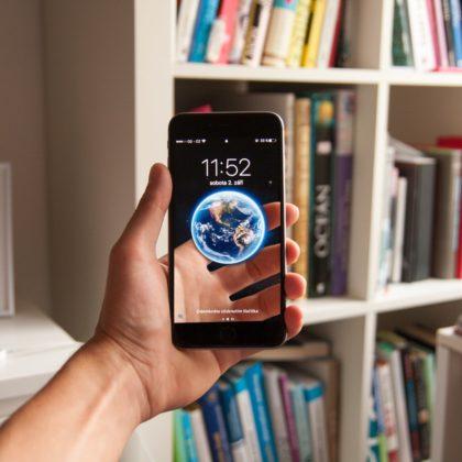telefon-roka-svet