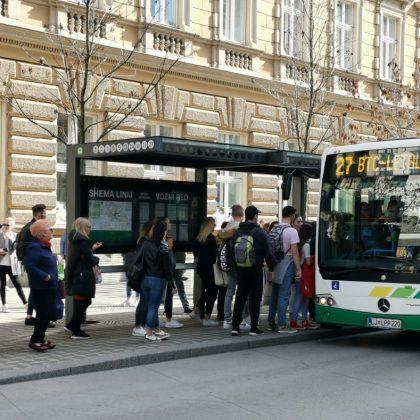 lpp-avtobus-ljubljana-vstop-postajalisce-prikazovalnik