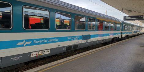 slovenske-zeleznice-potniski-vagon-ABeelmt