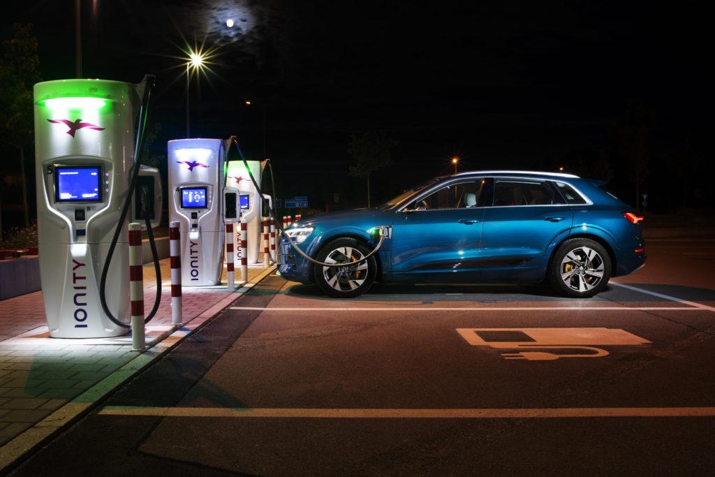 Audi-e-tron-55-Quattro-IONITY-elektricna-polnilnica-1