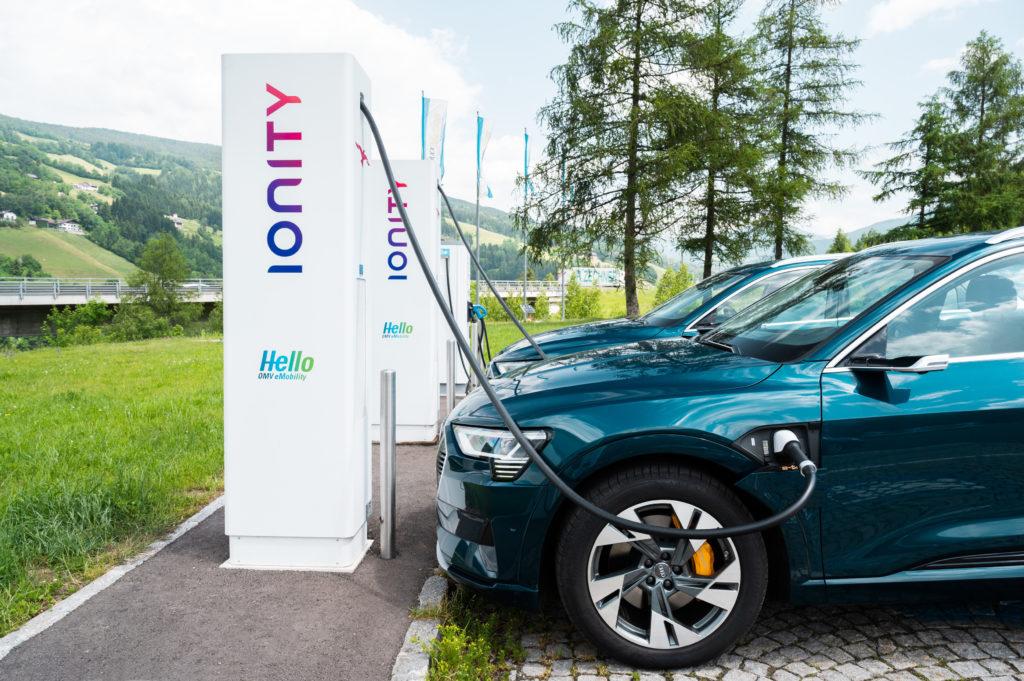 Audi-e-tron-55-Quattro-IONITY-elektricna-polnilnica