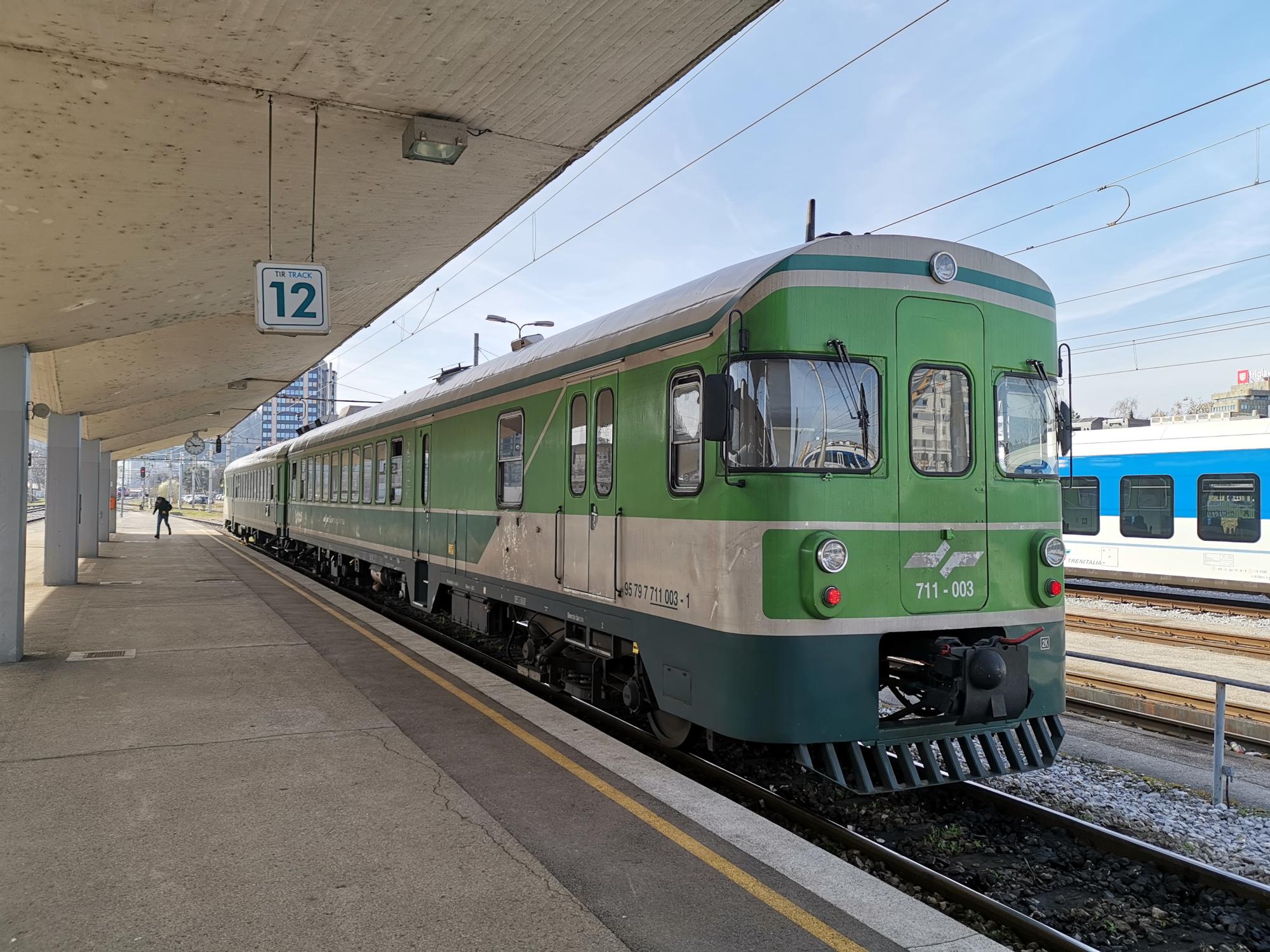 slovenske-zeleznice-vlak-mercedes-711