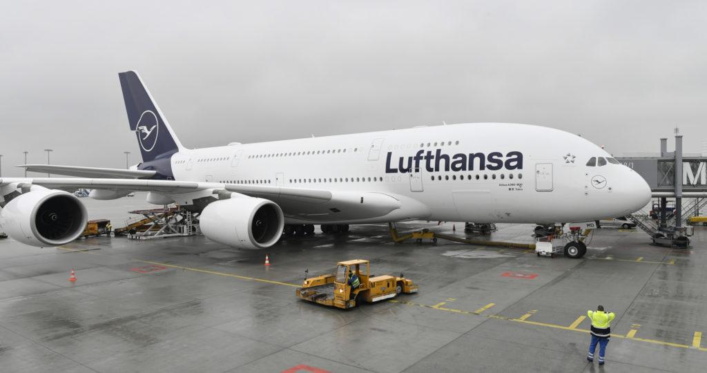 lufthansa-airbus-A380-800-1