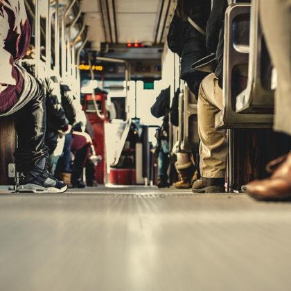 avtobus-vlak-brezplacno-upokojenci-sportniki