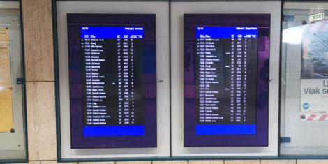 prikazovalnik-odhodi-prihodi-vlak-ljubljana-zeleznica