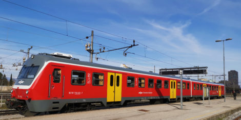 slovenske-zeleznice-kanarcek-sz-715-713-121-vlak-dizel