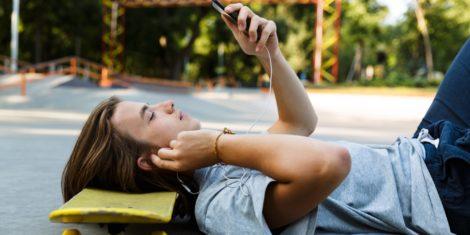 mobilni-telefon-skejt-slusalke-mobitel-1