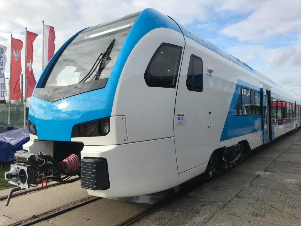 stadler-FLIRT-DMV-dizelski-vlak-zunanjost-1