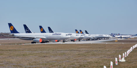 lufthansa-covid-19-runway-frankfurt-fra-muc-parkirana-vzletno-pristajalna