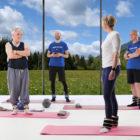 Skocimo-na-lepse-strokovne-vodene-vadbe-spodbujajo-gibanje-oseb-z-revmo